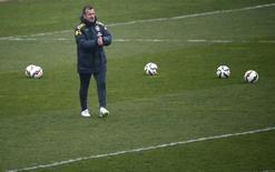 O técnico da seleção brasileira de futebol Dunga durante treino no estádio Charlety, em Paris, na França, em março. 24/03/2015 REUTERS/Gonzalo Fuentes
