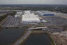 Imagen aérea de la planta de Boeing en North Charleston, Carolina del Sur. 26 de marzo, 2015. El fabricante estadounidense de aviones Boeing superó a su rival europeo Airbus en nuevos pedidos netos y entregas durante el primer trimestre del año, según cifras publicadas el martes. REUTERS/Randall Hill