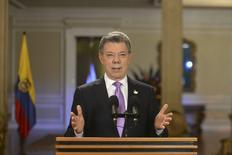 En la imagen, el presidente colombiano, Juan Manuel Santos, durante un discurso en el palacio presidencial en Bogotá. 10 de marzo, 2015. El presidente de Colombia moderó el martes sus expectativas de crecimiento de la economía para este año a un rango de entre 3,5 y 4 por ciento, aunque destacó que será mejor que el de la mayoría de países de la región. REUTERS/Efrain Herrera/Presidency-Press Office/Handout via Reuters . ATENCION EDITORES - ESTA IMAGEN HA SIDO ENTREGADA POR UN TERCERO. REUTERS NO PUDO VERIFICAR INDEPENDIENTEMENTE LA AUTENTICIDAD, CONTENIDO, UBICACIÓN O FECHA DE ESTA IMAGEN. SÓLO PARA USO EDITORIAL. NO PARA VENTAS, MARKETING O CAMPAÑAS DE PUBLICIDAD. ESTA IMAGEN ES DISTRIBUIDA EXACTAMENTE COMO FUE RECIBIDA POR REUTERS COMO UN SERVICIO A LOS CLIENTES.