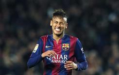 Atacante do Barcelona Neymar em partida contra o Real Madrid no Camp Nou. 22/03/2015 REUTERS/Albert Gea