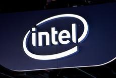 Les discussions de fusion entre les fabricants de processeurs Intel et Altera ont été rompues, selon CNBC, citant des sources non identifiées. /Photo prise le 6 janvier 2015/REUTERS/Rick Wilking
