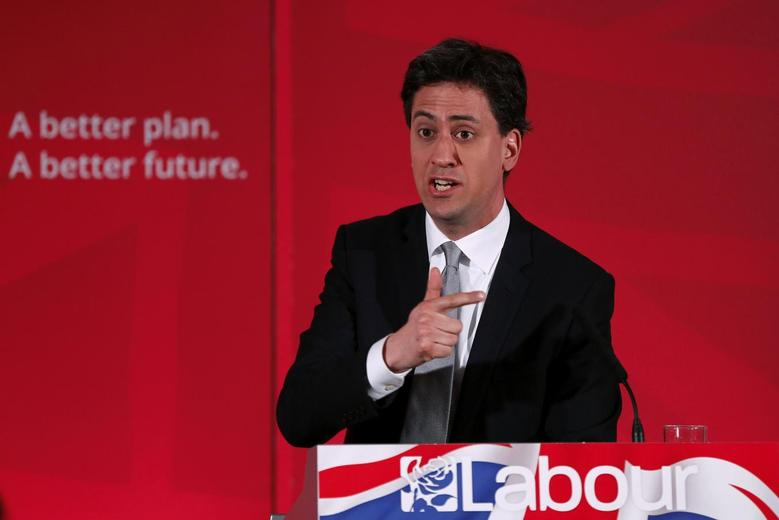 Britain's opposition Labour Party leader Ed Miliband gestrues during a campaign event in central London England April 9, 2015. REUTERS/Stefan Wermuth
