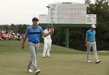 Jordan Spieth of the U.S. celebrates a birdie on the 18th hole to finish 8-under par in first round play of the Masters golf tournament at the Augusta National Golf Course in Augusta, Georgia April 9, 2015.  REUTERS/Phil Noble