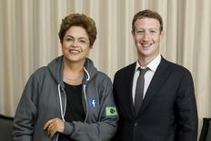 Presidente Dilma Rousseff se reúne com fundador do Facebook, Mark Zuckerberg, no Panamá. 10/04/2015. REUTERS/Roberto Stuckert Filho/Divulgação
