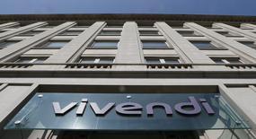 Le groupe de médias Vivendi, qui cherche des acquisitions, a dit samedi ne pas avoir l'intention de faire une offre de rachat du groupe Lagardère. /Photo prise le 8 avril 2015/REUTERS/Gonzalo Fuentes
