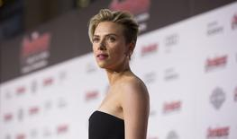 """Cast member Scarlett Johansson poses at the premiere of """"Avengers: Age of Ultron"""" at Dolby theatre in Hollywood, California April 13, 2015. REUTERS/Mario Anzuoni"""
