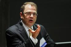 """Президент ФРБ Миннеаполиса Нараяна Кочерлакота выступает на конференции в Честнат-Хилл, Массачусетс. 5 июня 2014 года. Повышение ключевой ставки в этом году будет """"нецелесообразным"""", поскольку замедлит возвращение слишком низкой инфляции к 2-процентному ориентиру ФРС, считает Нараяна Кочерлакота. REUTERS/Brian Snyder"""