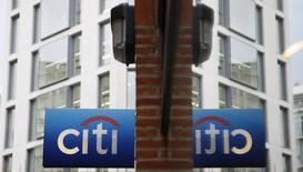 Вывеска Citibank в Лондоне. 12 ноября 2014 года. Citigroup, третий крупнейший банк США по размеру активов, увеличил прибыль в первом квартале этого года на 16 процентов на фоне снижения расходов на реструктуризацию и судебные тяжбы. REUTERS/Stefan Wermuth