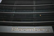 El edificio de Bloomberg visto en Nueva York. Imagen de archivo, 7 noviembre, 2013. Una caída temporal de los servicios del proveedor de noticias y datos del mercado Bloomberg LP golpeó el viernes a los mercados financieros, obligó a posponer emisiones de deuda y exacerbó la volatilidad de las acciones europeas. REUTERS/Eduardo Munoz