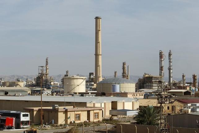 Iraqi forces retake most of Iraq's largest refinery thumbnail