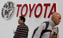 Visitors walk under a logo of Toyota Motor Corp at the company's showroom in Tokyo February 4, 2015.  REUTERS/Yuya Shino