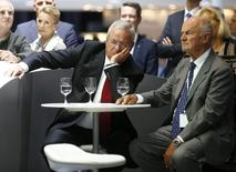 Volkswagen's CEO Martin Winterkorn (C) and Ferdinand Piech, chairman of the supervisory board (R) attend a media preview day at the Frankfurt Motor Show (IAA) in this September 10, 2013 file picture. REUTERS/Kai Pfaffenbach/Files