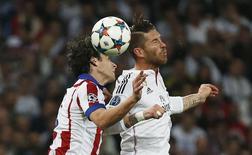 Jogador do Real Sergio Ramos e Tiago Mendes, do Atletico de Madri. 22/4/2015 Reuters / Juan Medina