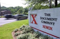Въезд на территорию отделения Xerox в Стэмфорде, Коннектикут 28 июня 2002 года. Xerox Corp снизила прогноз прибыли на 2015 год из-за сильного доллара, отчитавшись также о квартальной выручке, оказавшейся хуже прогнозов Уолл-стрит, виной чему падение продаж принтеров и рост расходов. REUTERS/Chip East