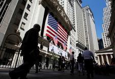 La Bourse de New York a ouvert lundi en hausse modérée dans l'attente des résultats d'Apple qui seront publiés après la clôture. Quelques instants après l'ouverture, le Dow Jones gagne 0,29%, le S&P-500 progresse de 0,21% et le Nasdaq prend 0,26%. /Photo d'archives/REUTERS/Jessica Rinaldi