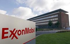 Бельгийская штаб-квартира ExxonMobil в Мехелене. 27 октября 2012 года. Прибыль американской нефтяной компании Exxon Mobil Corp снизилась в первом квартале, но не так сильно, как ожидали аналитики. REUTERS/Sebastien Pirlet
