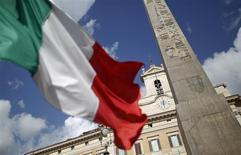 L'Etat italien a affiché en avril un déficit d'environ six milliards d'euros contre un déficit de 10,1 milliards sur le même mois en 2014. Sur les quatre premiers mois de l'année, le déficit s'établit à environ 29,5 milliards d'euros, soit une contraction d'environ 13 milliards par rapport à la même période l'an dernier. /Photo d'archives/REUTERS/Tony Gentile