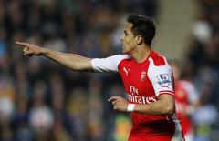 Alexis Sanchez, do Arsenal, comemora gol marcado contra o Hull City, pelo Campeonato Inglês. 04/05/2015 REUTERS/Action Images/Lee Smith