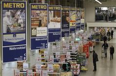 Магазин Metro в Санкт-Августине. 18 марта 2013 года. Немецкий ритейлер Metro AG нарастил продажи в первые три месяца года благодаря лучшим за последние восемь лет показателям подразделения потребительской электроники. REUTERS/Wolfgang Rattay