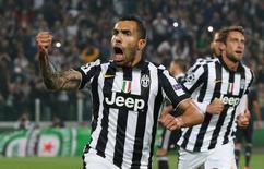 Argentino Carlos Tevez, da Juventus, comemora gol de pênalti contrao Real Madrid, em Turim, na Itália, nesta terça-feira. 05/05/2015 REUTERS/Stefano Rellandini