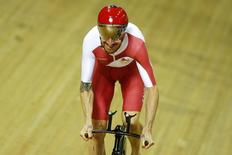 England's Bradley Wiggins trains in the Chris Hoy Velodrome ahead of the Commonwealth Games in Glasgow, July 22, 2014. REUTERS/Andrew Winning