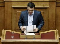 Greek Prime Minister Alexis Tsipras arranges his notes after his speech during a parliamentary session in Athens May 8, 2015. REUTERS/Alkis Konstantinidis