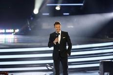 """El anfitrión del programa American Idol, Ryan Seacrest, en la final de la temporada XIII del programa en Los Angeles, mayo 21 2014. """"American Idol"""", el concurso de talento musical más popular en la historia de la televisión estadounidense, terminará con su temporada 15 en enero del próximo año, dijo el lunes el canal Fox Television.   REUTERS/Mario Anzuoni"""