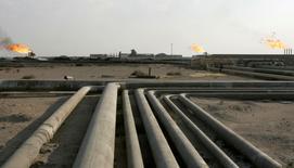 L'Organisation des pays exportateurs de pétrole a relevé mardi a révisé en hausse de 50.000 barils par jour le niveau attendu de la demande pour son brut cette année, grâce à une prévision de production légèrement abaissée pour les producteurs non Opep. /Photo d'archives/REUTERS/Mohammed Ameen