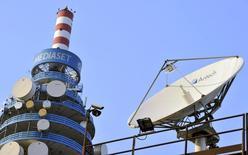 Le télédiffuseur italien Mediaset annonce des ventes publicitaires en baisse de 1,6% au 1er trimestre. /Photo d'archives/REUTERS/Paolo Bona