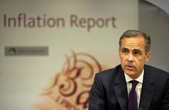 El gobernador del Banco de Inglaterra, Mark Carney habla durante el reporte de inflación trimestral, en una conferencia en el Banco de Inglaterra en Londres, 13 de mayo de 2015. El gobernador del Banco de Inglaterra, Mark Carney, dijo el jueves que es posible que las tasas de interés en Gran Bretaña sean más altas en un año más, aunque dependerá de cómo se comporte la economía. REUTERS/Matt Dunham/pool