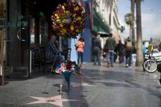 The star of late blues legend B.B. King is adorned with flowers on the Walk of Fame in Los Angeles, California May 15, 2015. REUTERS/Mario Anzuoni