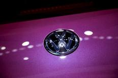 A Volkswagen emblem is seen at the 2015 New York International Auto Show in New York City, April 2, 2015. REUTERS/Eric Thayer