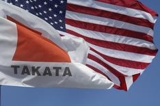A flag with the Takata logo flies alongside an American flag outside the Takata Corporation in Auburn Hills, Michigan May 20, 2015.   REUTERS/Rebecca Cook
