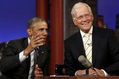 Apresentador David Letterman com o presidente dos EUA, Barack Obama, no teatro Ed Sullivan, em Nova York 4/5/2015 REUTERS/Jonathan Ernst