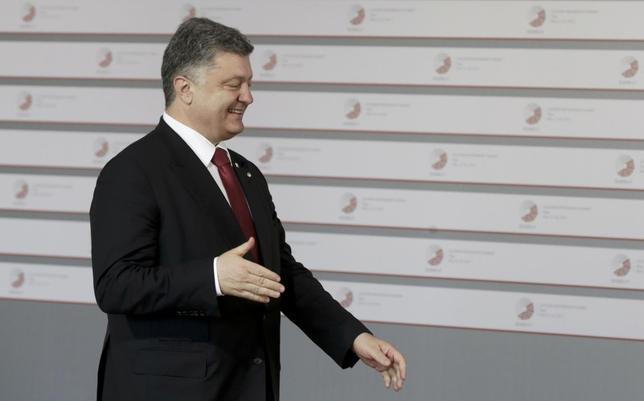 Ukraine's President Petro Poroshenko arrives to meet Latvian President Andris Berzins welcomes at the Eastern Partnership Summit in Riga, Latvia, May 21, 2015.  REUTERS/Ints Kalnins