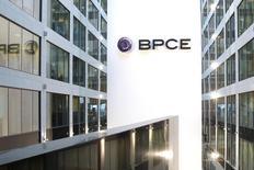 Nexity a annoncé lundi que BPCE avait vendu 12,2% de son capital à deux investisseurs institutionnels et à une société tierce. CE Holding Promotion, une société du groupe BPCE, a cédé 5,5 millions d'actions représentant 10,2% du capital de Nexity à raison de 35,5 euros pièce, coupon 2014 détaché, à Crédit Agricole Assurances (via sa filiale Predica) et à Crédit Mutuel Arkéa. /Photo d'archives/REUTERS/Benoît Tessier
