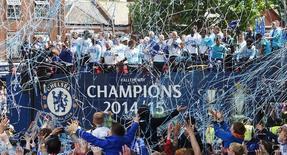 Time do Chelsea comemora título inglês com torcedores em Londres. 25/05/2015 Action Images via Reuters/Alan Walter