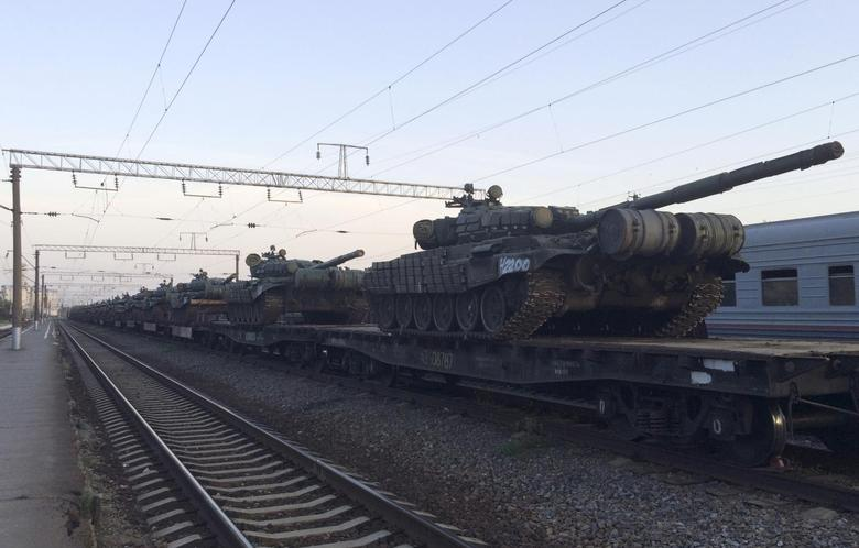 Exclusive: Russia masses heavy firepower on border...