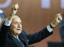 Presidente da Fifa, Joseph Blatter, comemora ao ser reeleito, em Zurique, na Suíça. 29/5/2015 REUTERS/Arnd Wiegmann REUTERS/Arnd Wiegmann