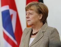 Angela Merkel s'efforce, dans une interview publiée samedi dans la presse allemande, de convaincre ses compatriotes de l'intérêt pour l'Allemagne d'un accord entre l'Union européenne et les Etats-Unis sur la création de la plus grande zone de libre-échange au monde. /Photo prise le 29 mai 2015/REUTERS/Hannibal Hanschke