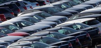Les ventes de voitures neuves ont augmenté de 14% en mai par rapport au même mois de 2014. Le marché automobile espagnol, soutenu depuis deux ans par un plan de soutien gouvernemental aux achats de voitures, enchaîne ainsi un 21e mois consécutif de croissance. /Photo d'archives/REUTERS/Albert Gea