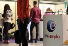 Le nombre de demandeurs d'emploi sans aucune activité a progressé de 0,7% en avril, soit de 26.200 personnes, pour s'inscrire à 3.536.000, un nouveau record. En ajoutant les personnes ayant exercé une activité réduite, le nombre d'inscrits à Pôle emploi est en hausse de 1,0% et atteint un total de 5.344.600 en métropole, 5.645.000 en incluant les départements d'Outre-mer. /Photo prise le 12 mai 2015/REUTERS/Charles Platiau