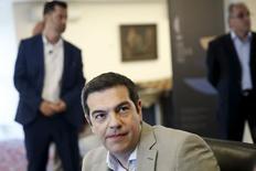 Alexis Tsipras a déclaré mardi que la Grèce avait soumis lundi soir à ses créanciers un projet d'accord global dont le sort dépendait désormais des dirigeants politiques européens. /Photo prise le 2 juin 2015/REUTERS/Alkis Konstantinidis