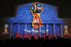 Instalação de luzes em Moscou mostrando o logotipo da Copa do Mundo de 2018, na Rússia.  28/10/2014   REUTERS/Maxim Shemetov