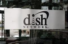 Le titre Dish Network à suivre à la Bourse de New York. Le câblo-opérateur est en discussions de fusion avec T-Mobile US, le quatrième opérateur mobile aux Etats-Unis, mais le prix d'acquisition n'a pas encore été défini, rapporte le Wall Street Journal. /Photo d'archives/REUTERS/Rick Wilking