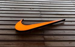 Logomarca da fabricante de materiais esportivos Nike em fachada de loja em São Paulo. 28/05/2015 REUTERS/Paulo Whitaker