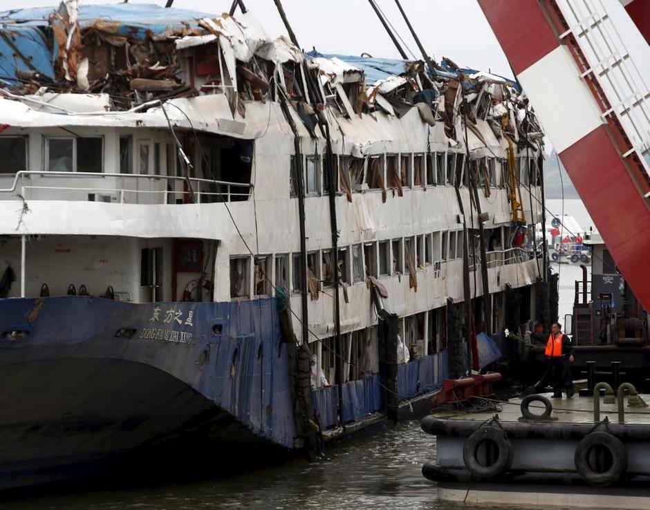 China Cruise Ship Death Toll Exceeds Victims Mourned - Recent cruise ship deaths