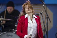 """Singer Florence Welch of Florence + the Machine performs on ABC TV's """"Good Morning America"""" in Central Park in the Manhattan borough of New York June 5, 2015.    REUTERS/Carlo Allegri"""