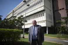 Philippe Pouletty, médico francés y fundador de la compañía Abivax, posa para una foto en el Centro de Ingeniería Genética y Biotecnología, en La Habana, 11 de mayo de 2015. El nuevo interés de Cuba en el capital extranjero tiene sus límites, como lo ha descubierto Philippe Pouletty. REUTERS/Alexandre Meneghini