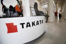 L'autorité américaine de la sécurité routière, la NHTSA, a annoncé vendredi que la rupture d'un airbag de l'équipementier japonais Takata était probablement impliqué dans la mort d'une conductrice de 22 ans, décédée le 5 avril dans un accident de la circulation en Louisiane. /Photo prise le 8 mai 2015/REUTERS/Yuya Shino
